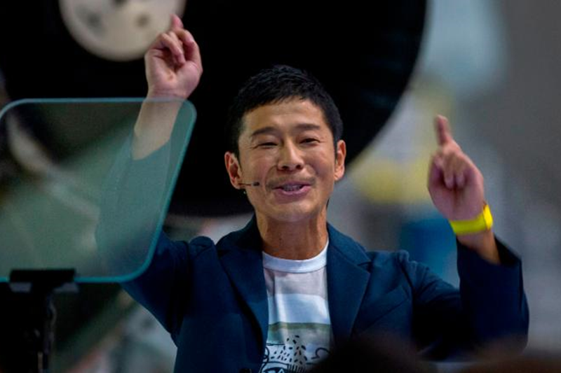 Japanese billionaire invites 8 people to join SpaceX mission around the Moon
